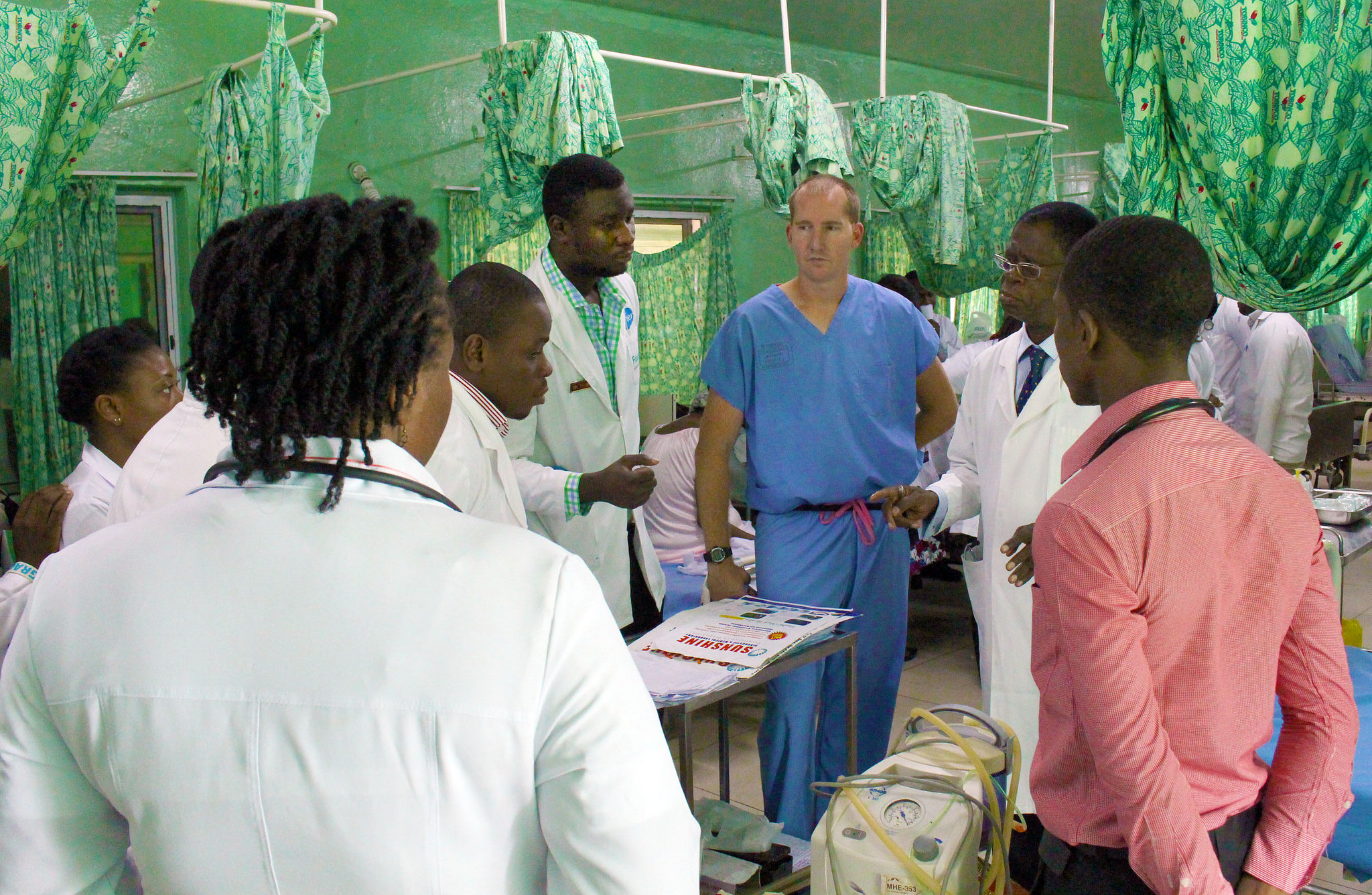 U.S. Army Maj. Warren Johnson, an emergency room physician with the 30th Medical Brigade and along with medical students make their patient rounds in the emergency room at the 37th Military Hospital in Accra, Ghana on Aug. 3, during Medical Readiness Training Exercise (MEDRETE) 15-2. MEDRETE 15-2 is part of a series of exercises designed to build the medical capacity of partner nation militaries in Africa. (U.S. Army Africa photo by Capt. Charles An)