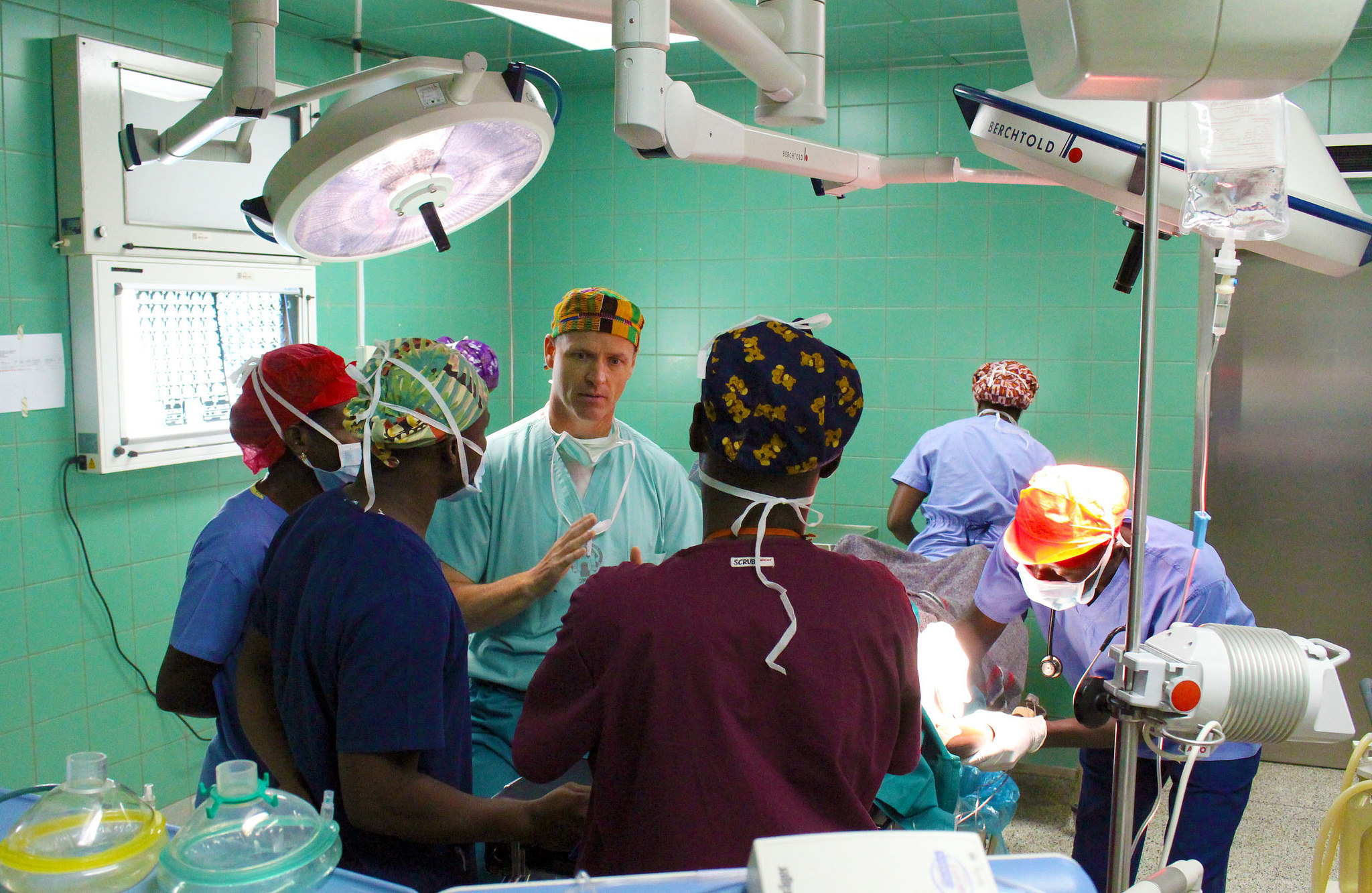 Lt. Col. Sean Burke, an anesthesia provider with the 30th Medical Brigade, explains procedures with Ghanaian medical personnel prior to a craniotomy at the 37th Military Hospital in Accra, Ghana on Aug. 3, during Medical Readiness Training Exercise (MEDRETE) 15-2. MEDRETE 15-2 is part of a series of exercises designed to build the medical capacity of partner nation militaries in Africa. (U.S. Army Africa photo by Capt. Charles An)