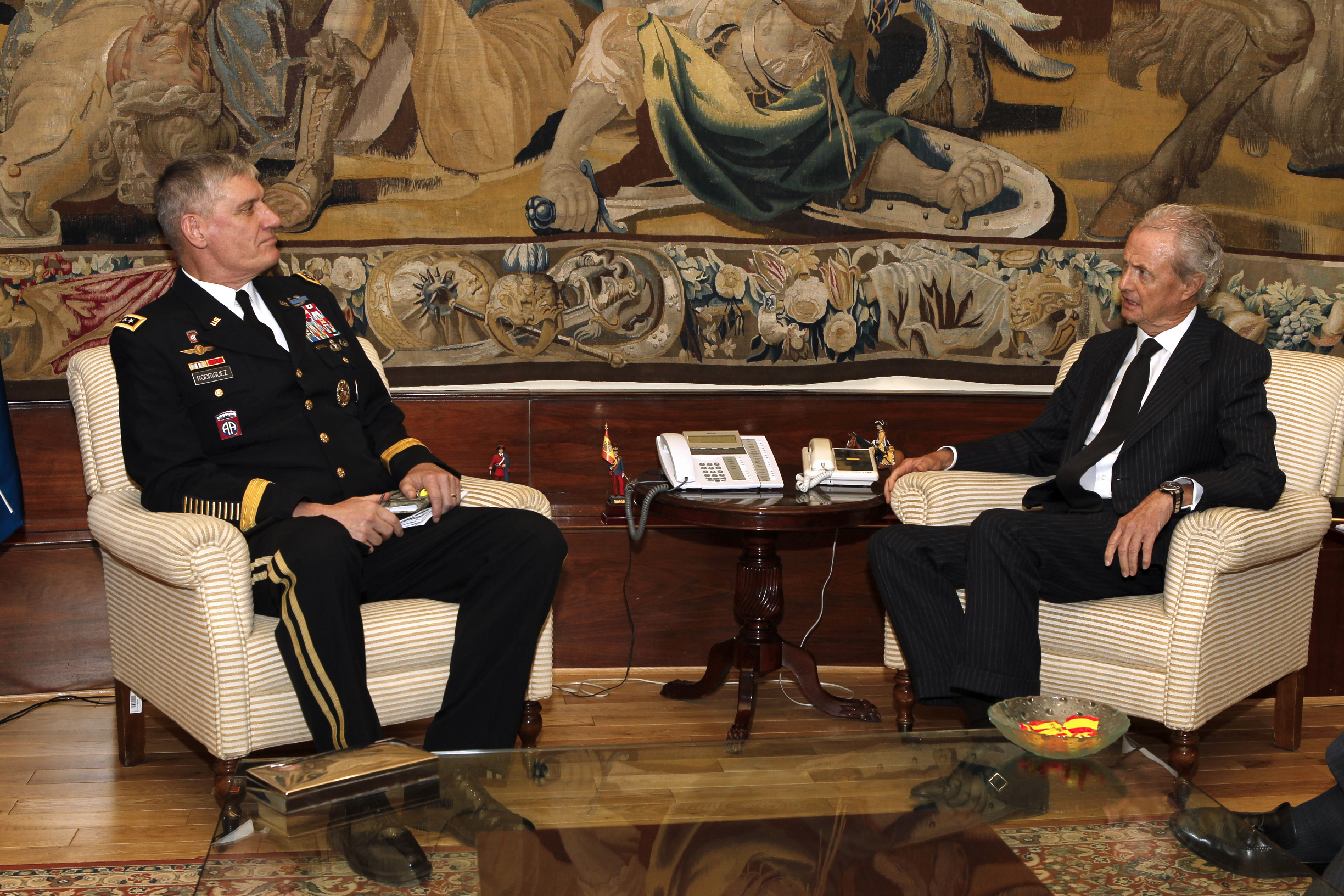 Gen. David Rodriguez met with Spanish Defense Minister Pedro Morenés, Nov. 12. During the meeting, they discussed continued cooperation between the two nations.