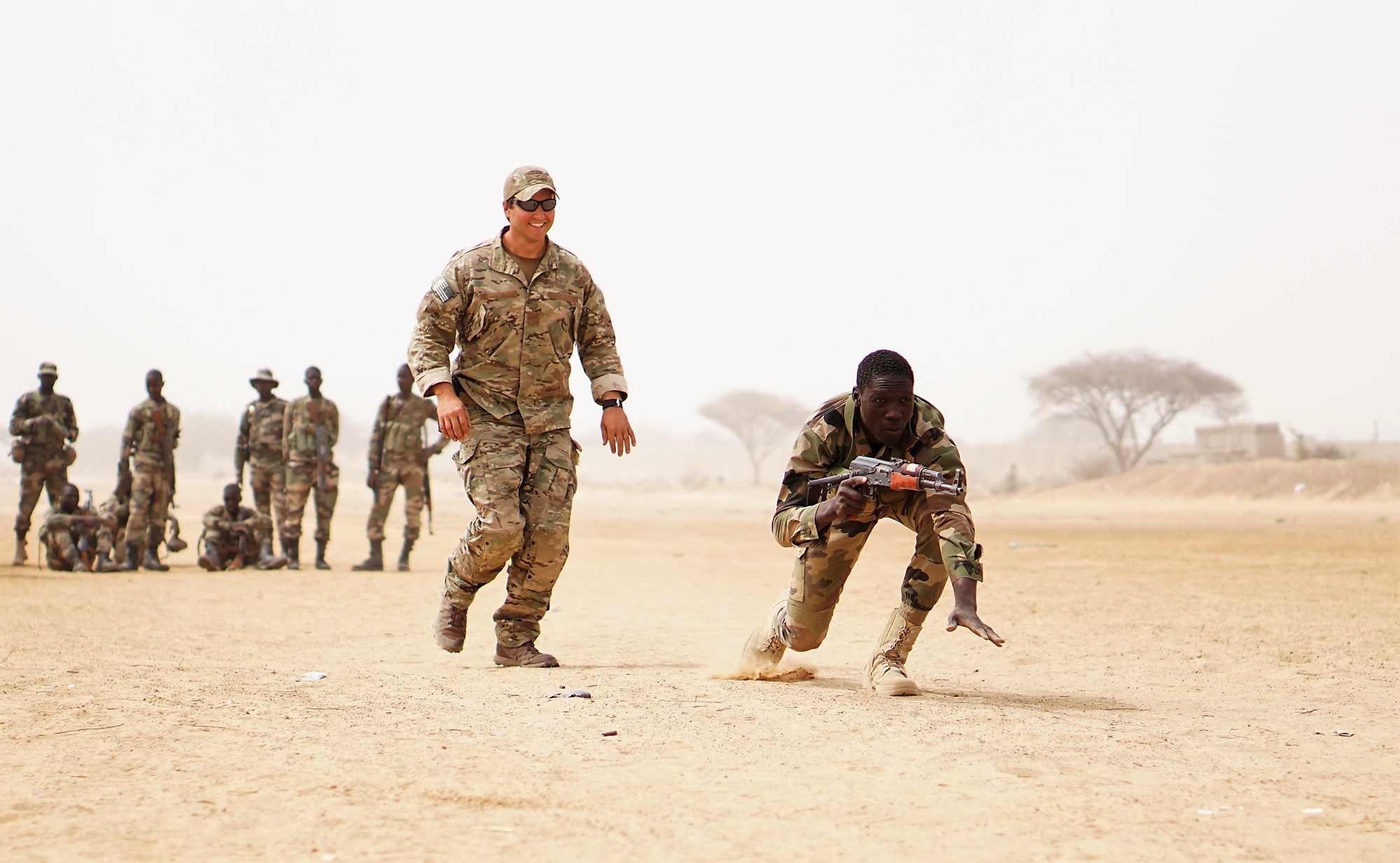 A U.S. Army Special Forces weapons sergeant observes as a Nigerien soldier bounds forward while practicing buddy team movement drills during Exercise Flintlock 2017 in Diffa, Niger, March 11, 2017. Flintlock is a Special Operations Forces exercise geared toward building interoperability between African and western partner nations. (U.S. Army photo by Spc. Zayid Ballesteros/Released)