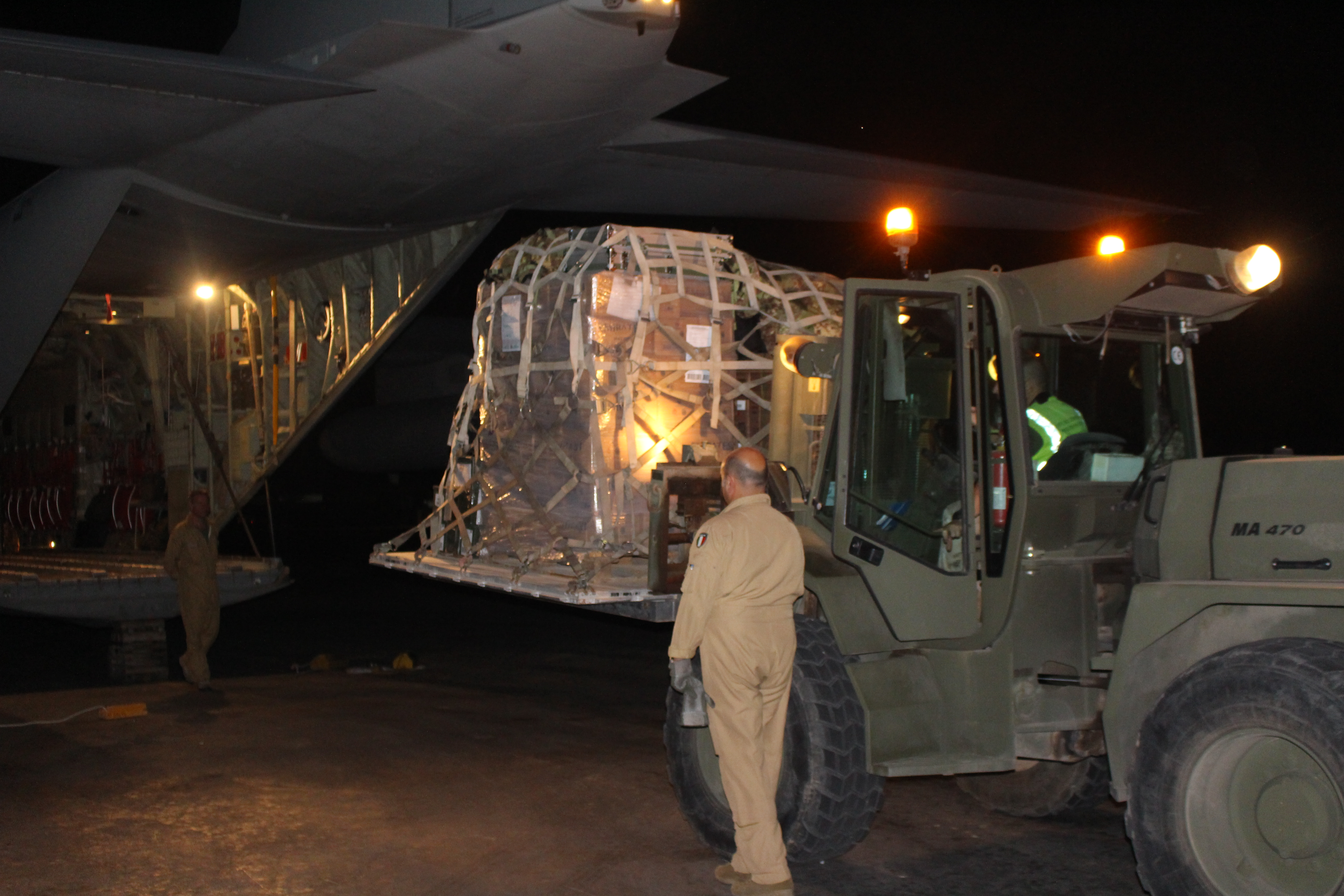 Members of the Italian Army load cargo for an Air Transportation and Refueling Exchange of Service (ATARES) proof-of-concept mission out of Djibouti, Africa, June 6, 2017. (Photo courtesy of Italian Army member Gennaro de Gennaro/Released)