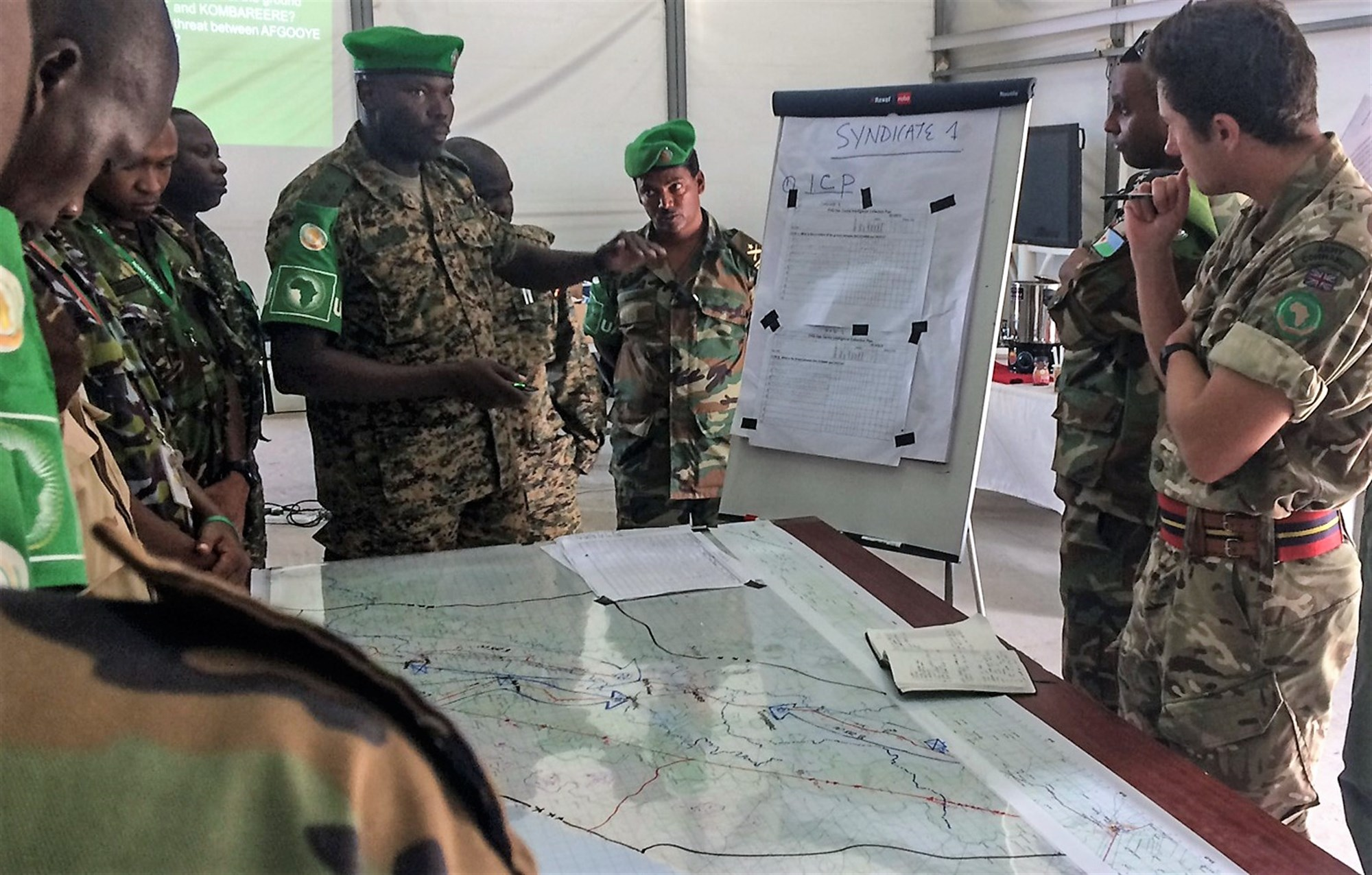 British Army Capt. Doug Collett, U.K. Mission Support Team, gives instruction during an intelligence, surveillance and reconnaissance (ISR) course in Mogadishu, Somalia, Aug. 7, 2017. Soldiers from five countries supporting African Union Mission in Somalia are taking the Brittish led ISR course to strengthen efforts countering regional violent extremist organizations. (Photo courtesy U.S. Air Force Capt. Brian Hurt)