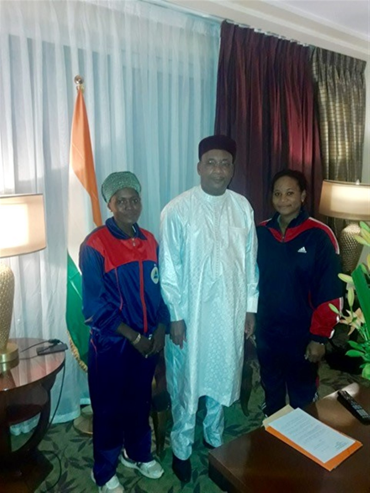 Students from Niger attending the U.S. Africa Command's Intelligence Directorate (J2) regional all-female Military Intelligence Professionals Course had the opportunity to meet Nigerien President Mahamadou Issoufou, who was in Dakar, Senegal for an unrelated event.
