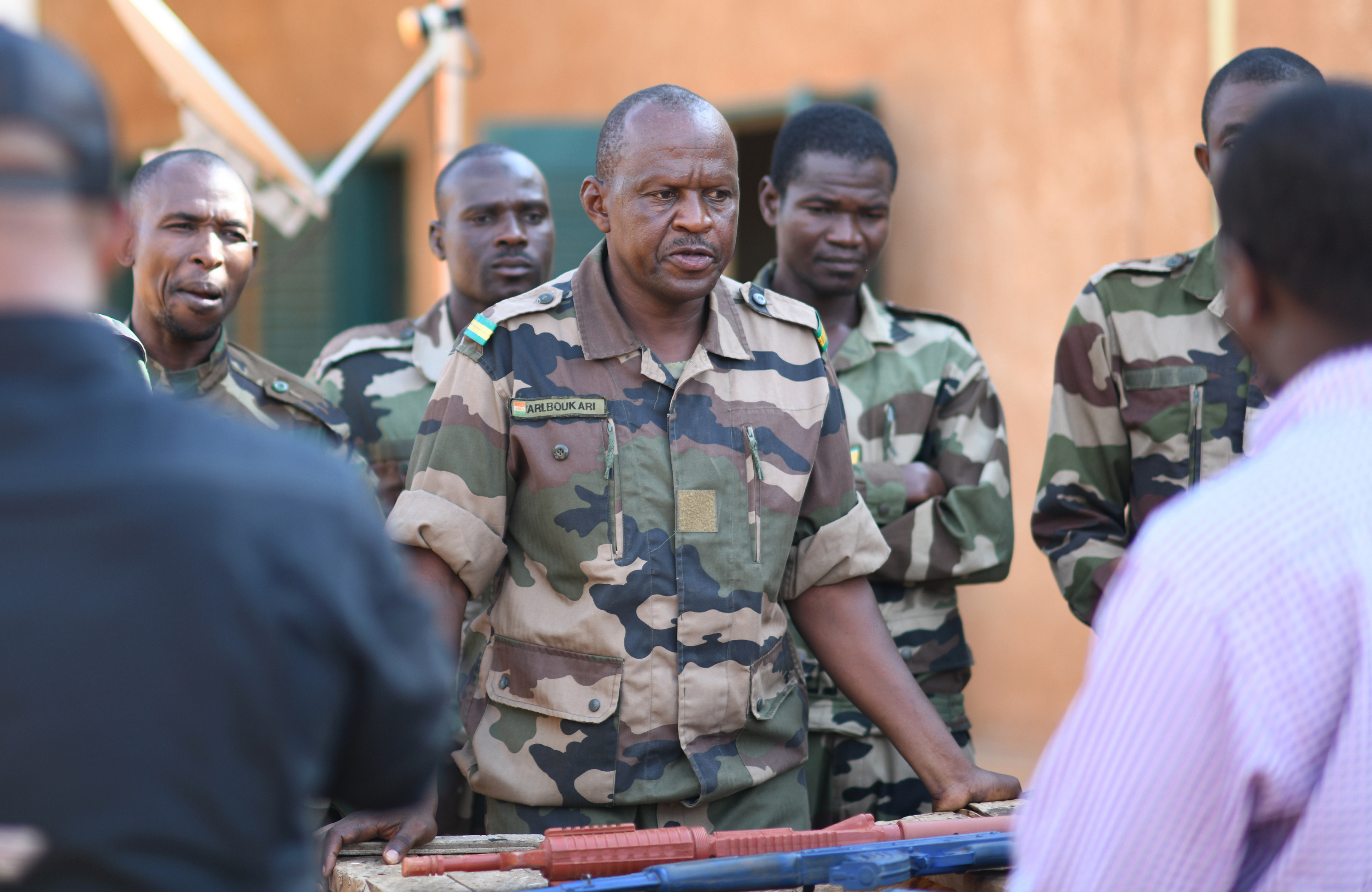 A Forces Armées Nigeriennes (Nigerien Armed Forces) Genie Unit member speaks to instructors during an Improvised Explosive Device Awareness Course in Niamey, Niger, Oct. 11, 2019. During the week-long course, the 768th Expeditionary Air Base Squadron Explosive Ordnance Disposal team and Security Forces Air Advisors taught FAN personnel valuable skills for the deployed environment such as how to locate and react to an IED, how set up a cordon and the procedures to clear the area. (U.S. Air Force photo by Staff Sgt. Alex Fox Echols III)