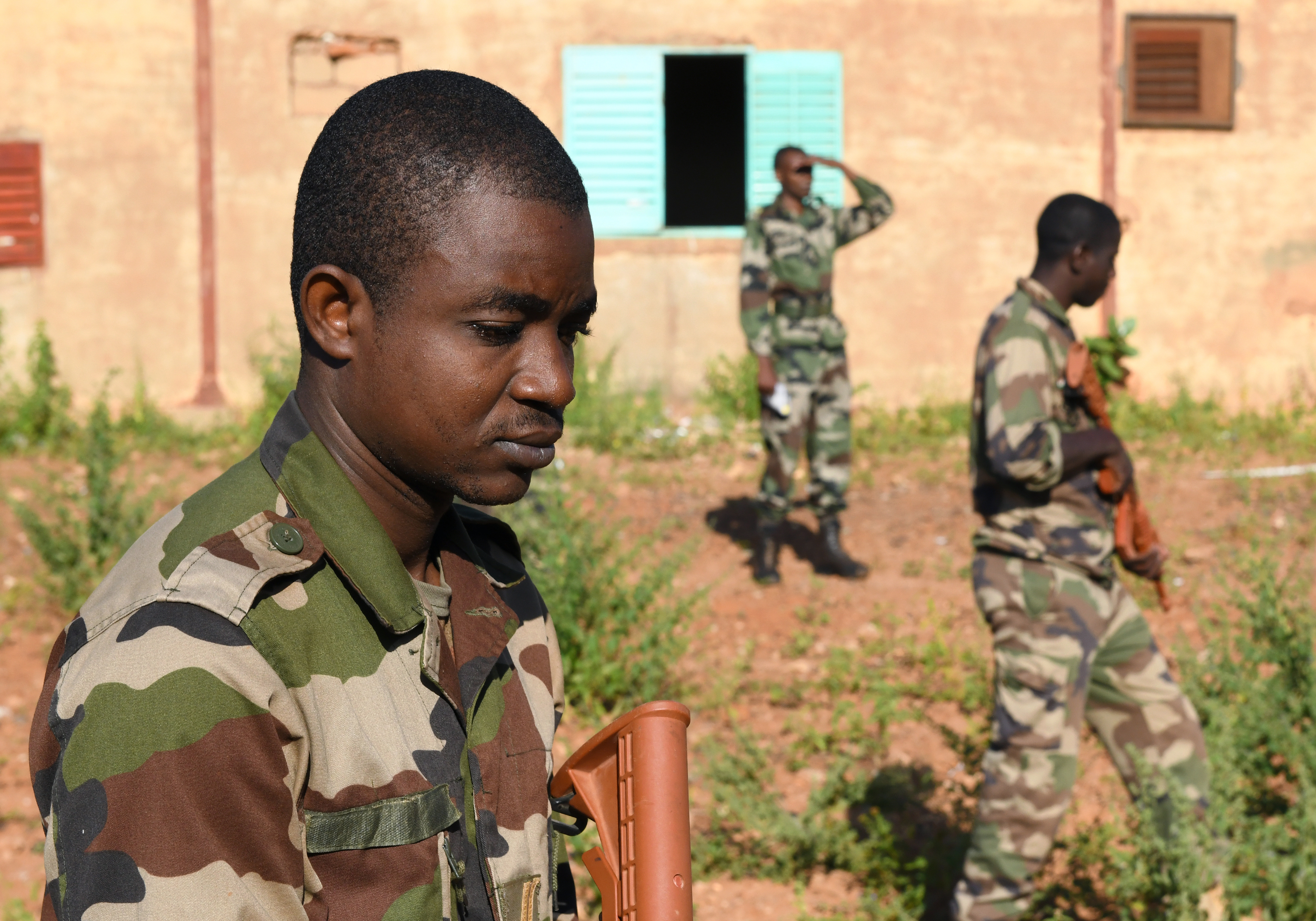 Forces Armées Nigeriennes (Nigerien Armed Forces) Genie Unit members search for improvised explosive devices during an IED Awareness Course in Niamey, Niger, Oct. 11, 2019. During the week-long course, the 768th Expeditionary Air Base Squadron Explosive Ordnance Disposal team and Security Forces Air Advisors taught FAN personnel valuable skills for the deployed environment such as how to locate and react to an IED, how to set up a cordon and the procedures to clear the area. (U.S. Air Force photo by Staff Sgt. Alex Fox Echols III)