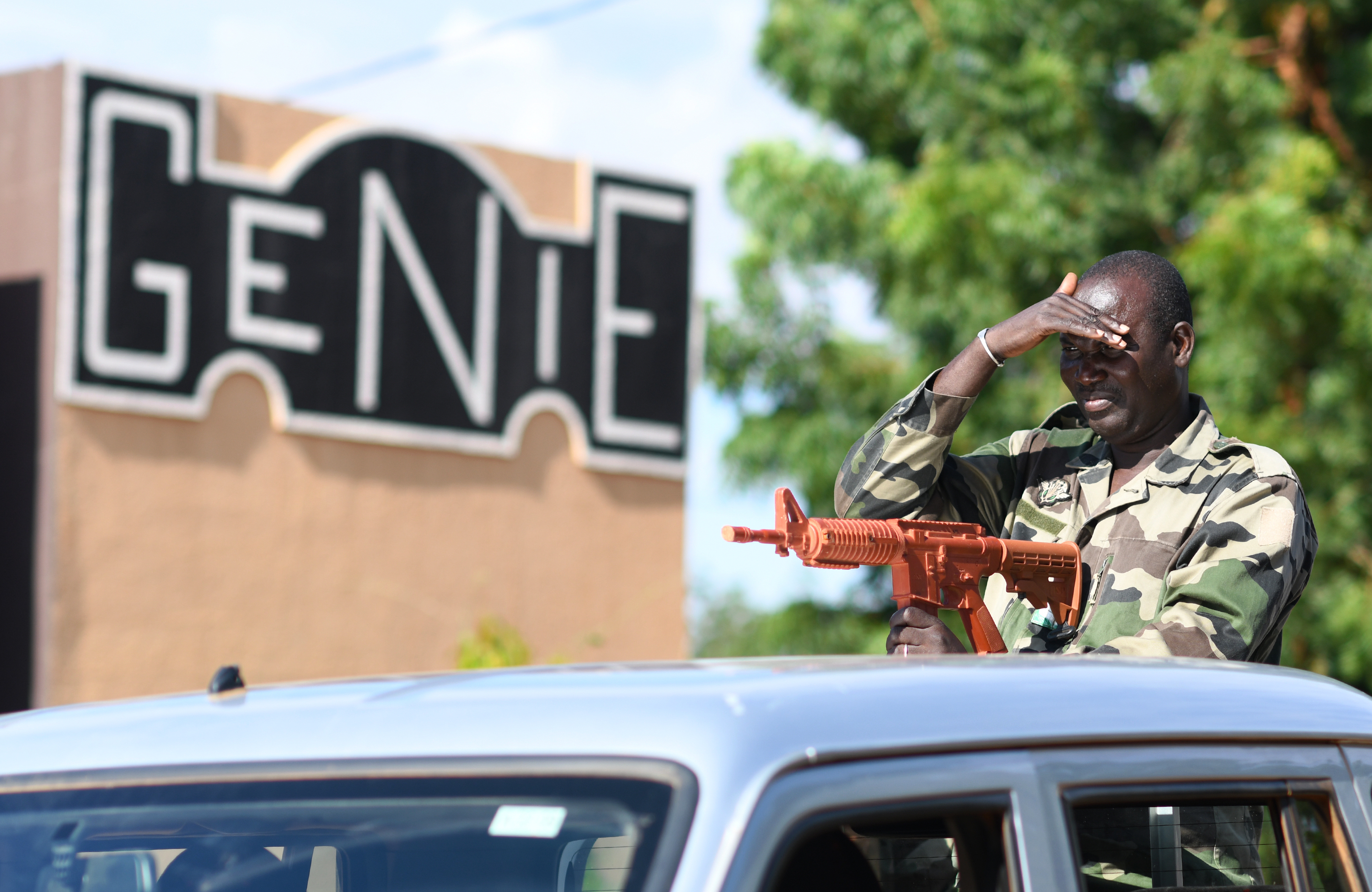 A Forces Armées Nigeriennes (Nigerien Armed Forces) Genie Unit member practices vehicle procedures during an Improvised Explosive Devices Awareness Course taught by members of the 768th Expeditionary Air Base Squadron Explosive Ordnance Disposal team and Security Forces Air Advisors in Niamey, Niger, Oct. 11, 2019. The course is part of a curriculum spanning several months designed to improve the FAN's effectiveness and survivability once they deploy to combat the violent extremist organizations in West Africa. (U.S. Air Force photo by Staff Sgt. Alex Fox Echols III)