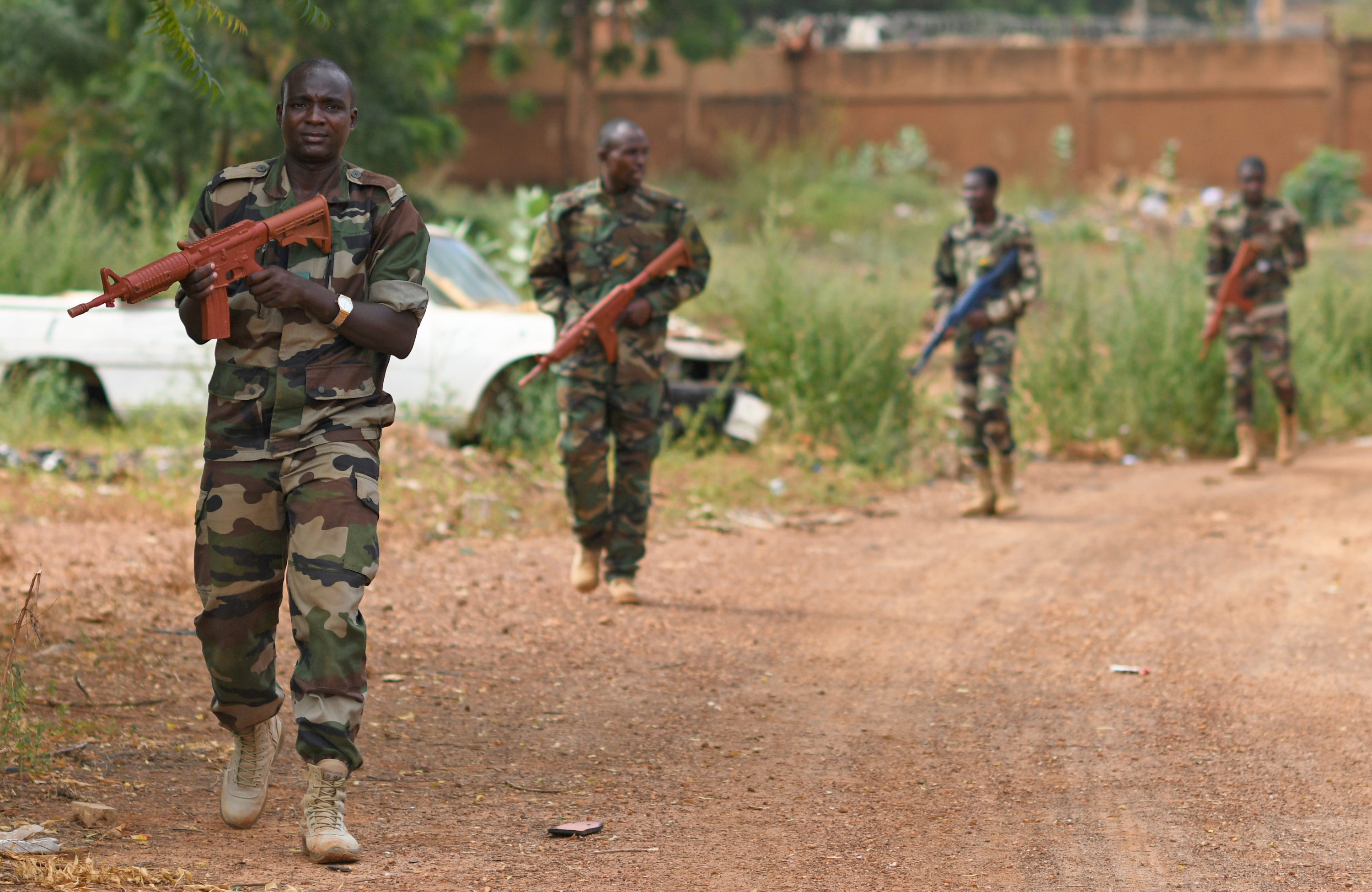 Forces Armées Nigeriennes (Nigerien Armed Forces) Genie Unit members search for improvised explosive devices during an IED Awareness Course taught by members of the 768th Expeditionary Air Base Squadron Explosive Ordnance Disposal team and Security Forces Air Advisors in Niamey, Niger, Oct. 11, 2019. The course is part of a curriculum spanning several months designed to improve the FAN's effectiveness and survivability once they deploy to combat the violent extremist organizations in West Africa. (U.S. Air Force photo by Staff Sgt. Alex Fox Echols III)