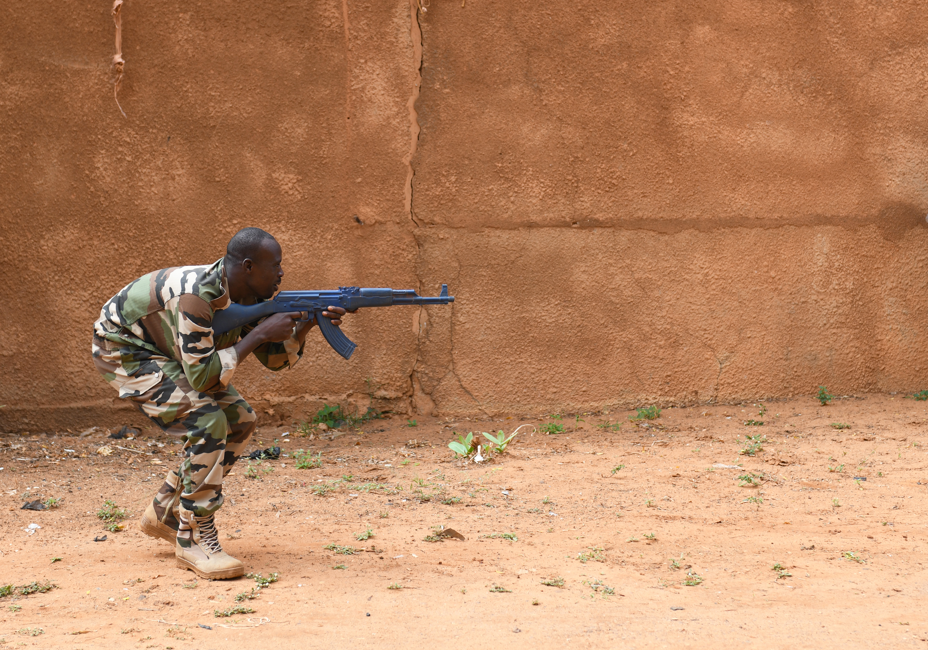 A Forces Armées Nigeriennes (Nigerien Armed Forces) Genie Unit member moves toward a simulated attacker during an Improvised Explosive Device Awareness Course taught by members of the 768th Expeditionary Air Base Squadron Explosive Ordnance Disposal team and Security Forces Air Advisors in Niamey, Niger, Oct. 11, 2019. The course is part of a curriculum spanning several months designed to improve the FAN's effectiveness and survivability once they deploy to combat the violent extremist organizations in West Africa. (U.S. Air Force photo by Staff Sgt. Alex Fox Echols III)