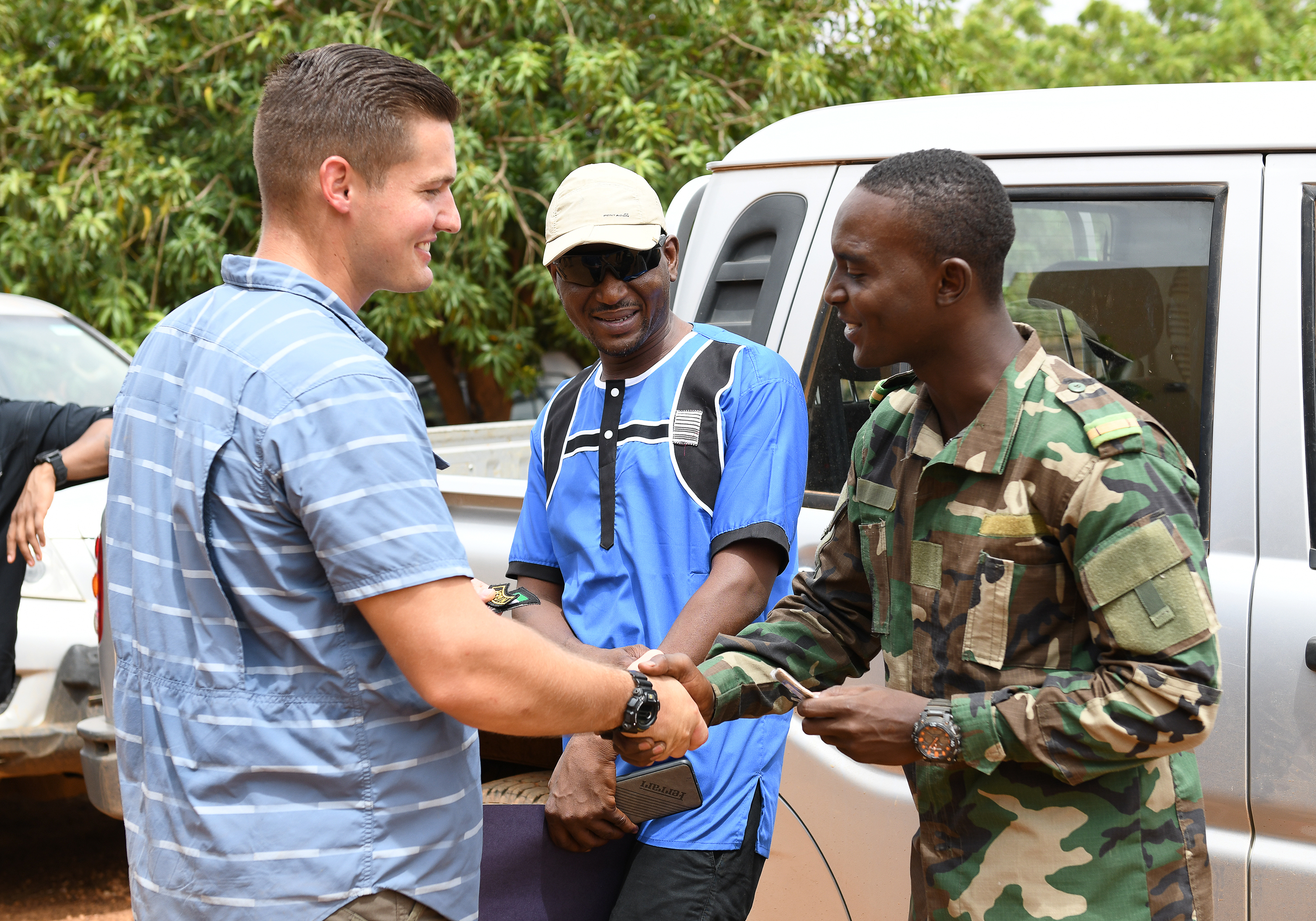 U.S. Air Force Senior Airman Brandon Cummings, 768th Expeditionary Air Base Squadron Security Force Air Advisor, and a member of the Forces Armées Nigeriennes (Nigerien Armed Forces) trade patches after an Improvised Explosive Device Awareness Course for in Niamey, Niger, Oct. 11, 2019. During this week-long course, the FAN learned how to locate and react to an IED, how to set up a cordon and the procedures to clear the area. (U.S. Air Force photo by Staff Sgt. Alex Fox Echols III)